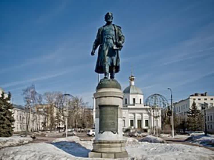 Монумент Афанасию Никитину в городе Тверь.