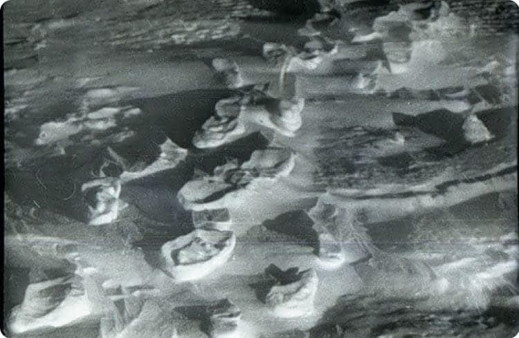 Выветренные следы-столбики на снегу хорошо просматривались.