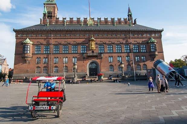 Здание городской ратуши.