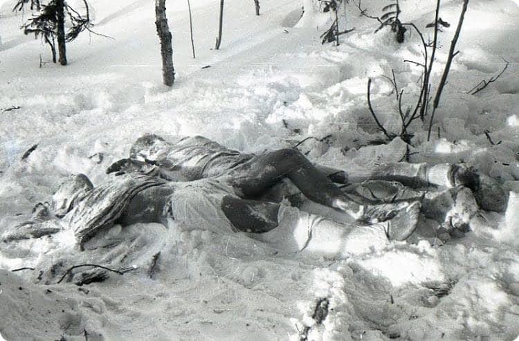 Тела Юрия Дорошенко и Георгия Кривонищенко найдены в 1.5 км от палатки полураздетыми.