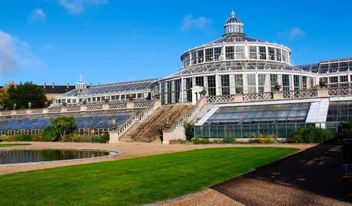 На снимке здание Ботанического сада.
