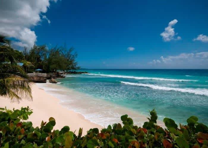 Пляж  с нежным бархатным песочком.