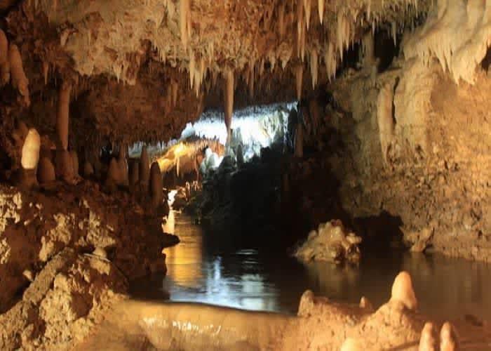 Пещера Харрисона, основная достопримечательность острова Барбадос.